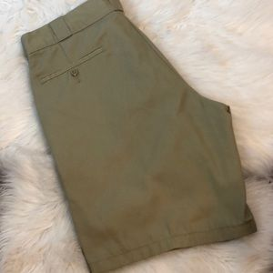 MENS B1G1 TODAY! DICKIES RELAXED FIT KHAKI SHORTS